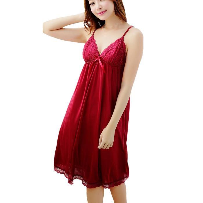 Femme en robe de nuit