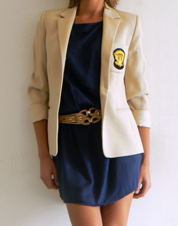 Robe corail veste beige